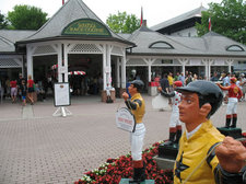 saratoga race course entrance statue jockey