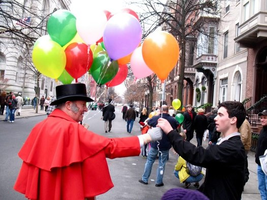 Troy Victorian Stroll balloon man