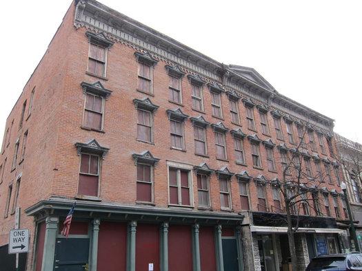 207 Broadway exterior front