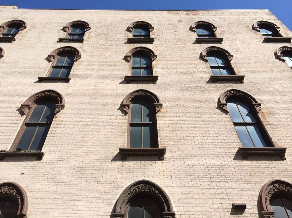 Maiden Lane building windows