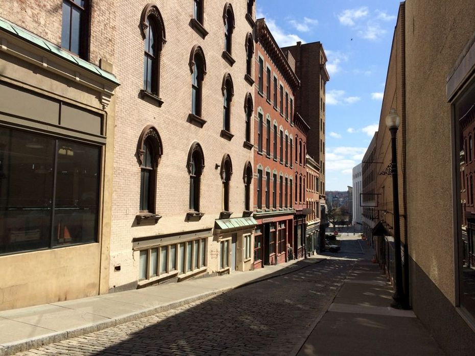 Maiden Lane sunlight 2016-March