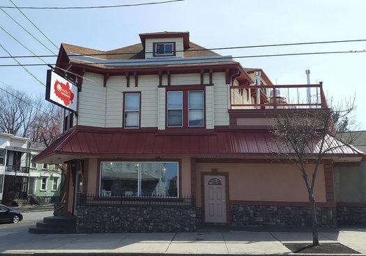 Chesters Smokehouse exterior 2016-April