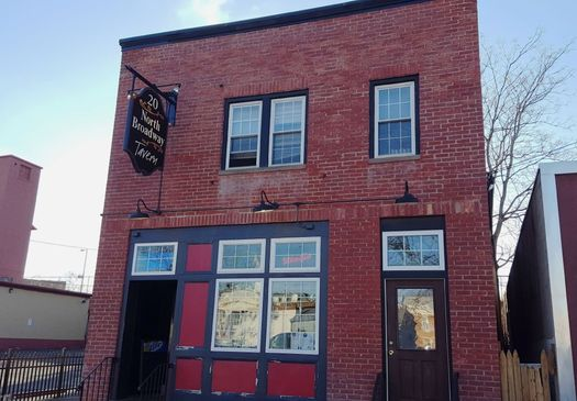 20 North Broadway Tavern exterior 2016-April