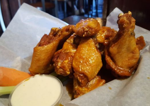 20 North Broadway Tavern wings