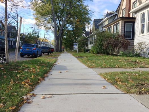 Woodlawn Ave sidewalk perspective