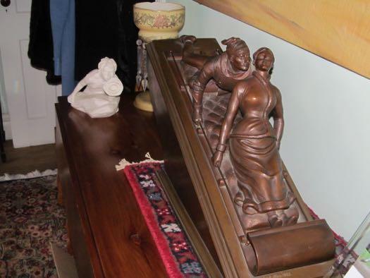 Bolster toboggan bronze.jpg