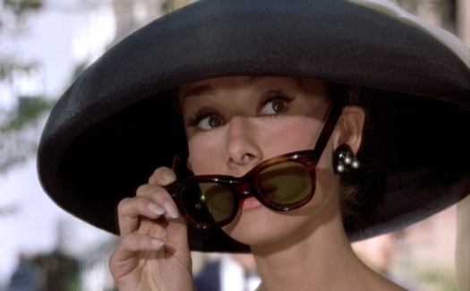 Breakfast-at-Tiffanys Audrey-Hepburn black-hat-sunglasses