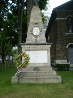 Clinton Grave in front of Dutch Church.jpg