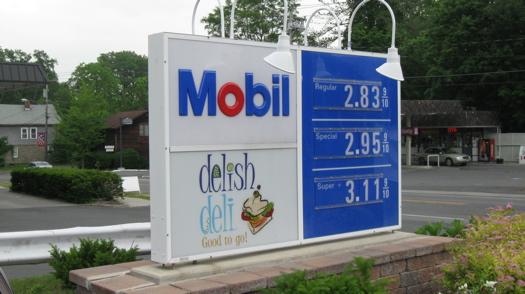 Delish Deli sign