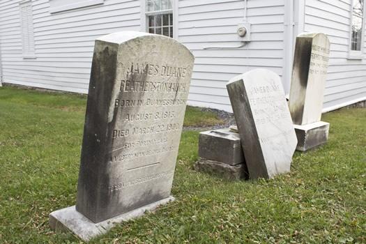Duanesburg_gravestones_at_christ_chruch.jpg