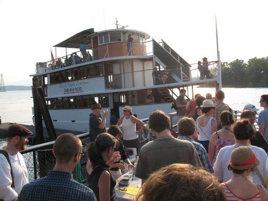 Dutch Apple Hudson Cruise.jpg