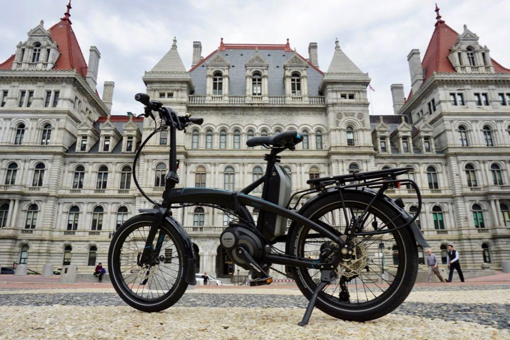 E-bikes_bike_with_Capitol_background