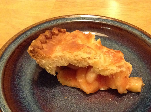 Green_Acres_farm_bakery_apple_pie_slice.jpg