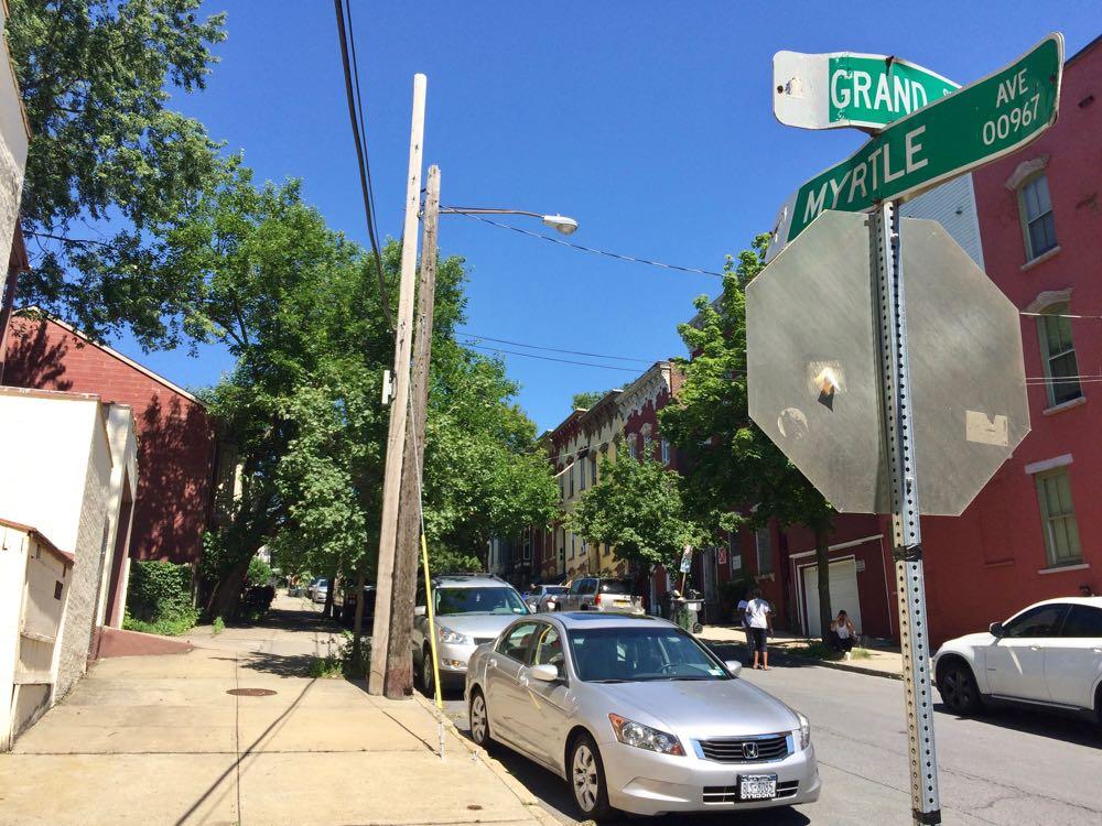 Myrtle Ave street sign