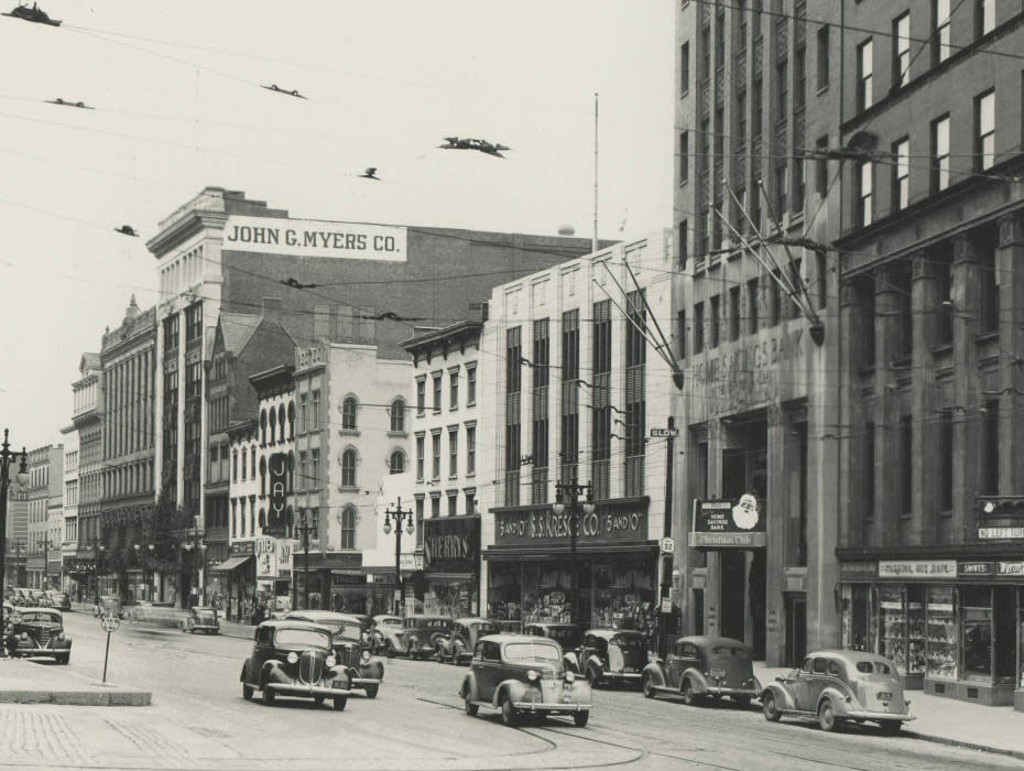 North_Pearl_Street_from_State_Street_1947_APL.jpg