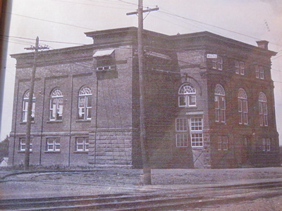 Old pic of 1830 Central.JPG