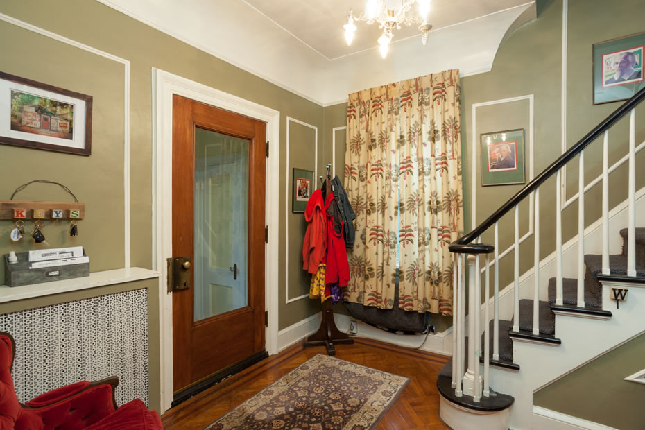 OpenHouse_RL_Pine_Hills_living_room_foyer.jpg