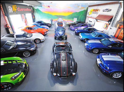 Roli's Auto - interior