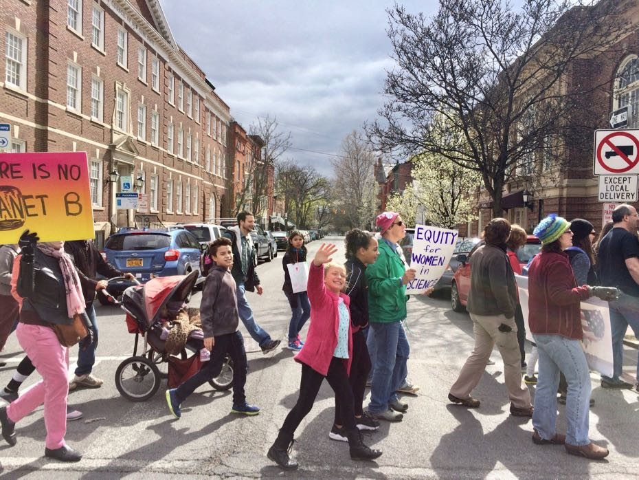 Science_March_Albany_crowd_12.jpg