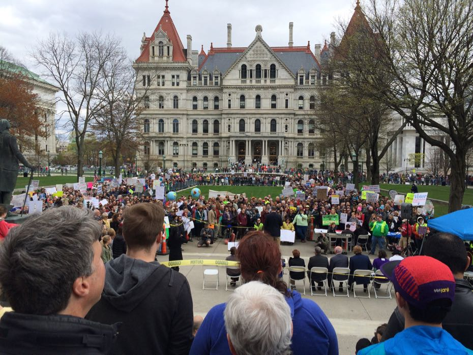 Science_March_Albany_crowd_2.jpg