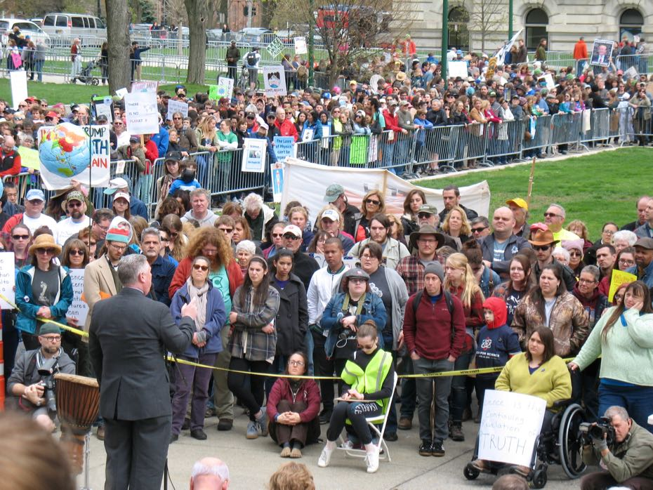 Science_March_Albany_crowd_4.jpg