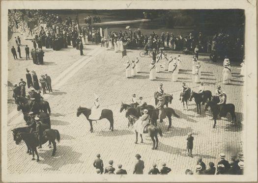 Suffrage parade Albany NY.jpg