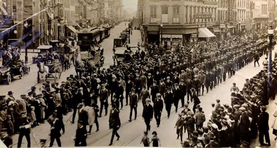 Troy_WWI_1_Libery_Loan_Parade_1917-May.jpg