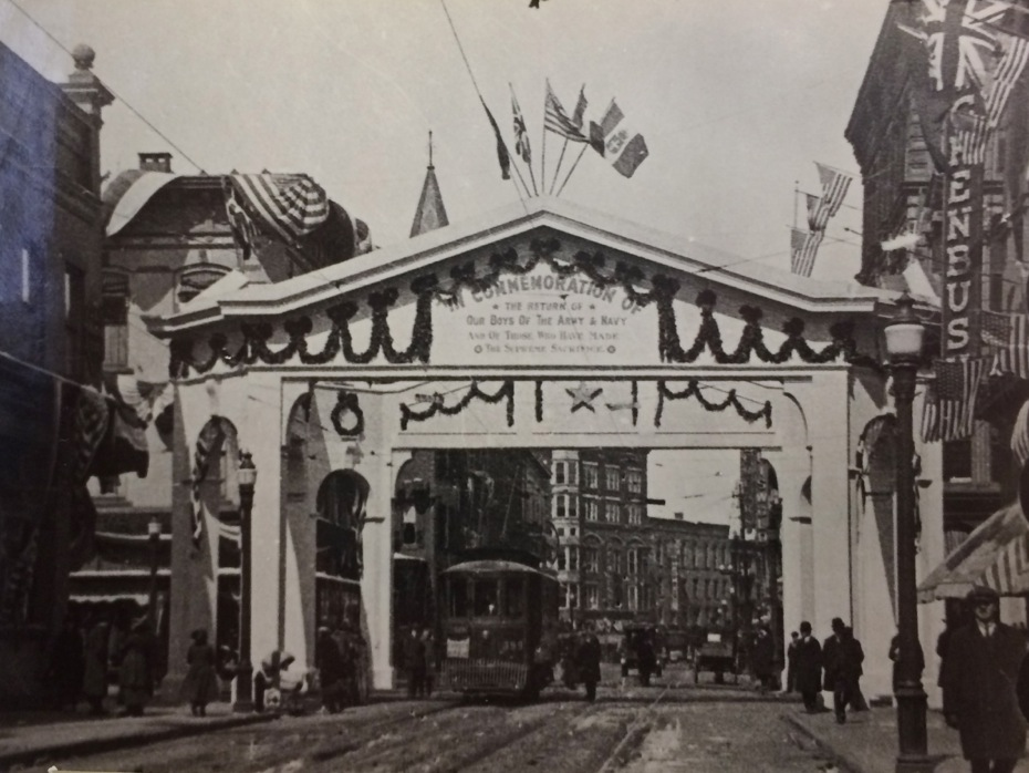Troy_WWI_4_welcome_home_parade_arch.jpg