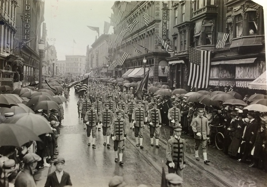 Troy_WWI_5_parade_Broadway.jpg