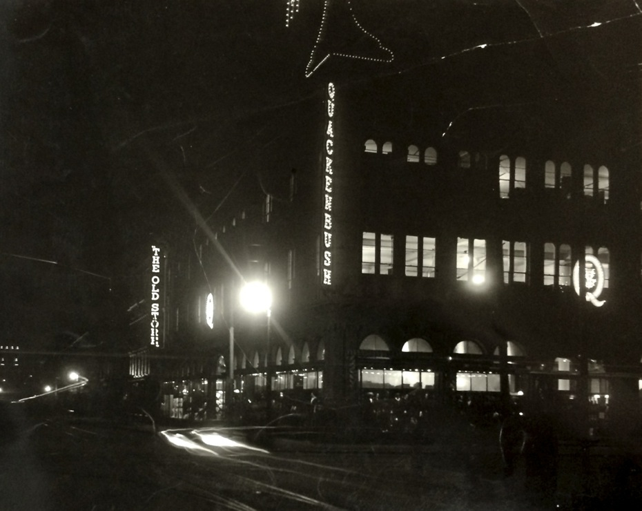 Troy_WWI_7_Quackenbush_Building_at_night.jpg