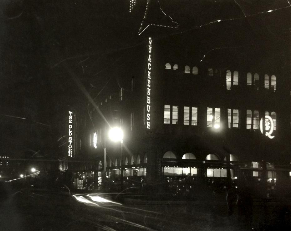 Troy_WWI_7_Quackenbush_Building_at_night.jpg
