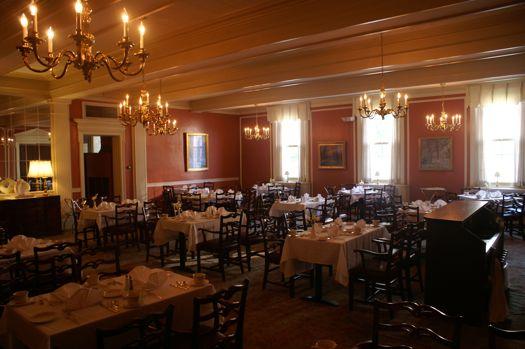 UClub dining room B1.jpg