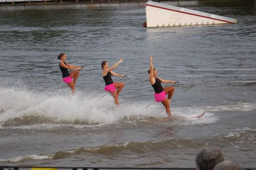 US Waterski showteam Staggered swivel.jpg