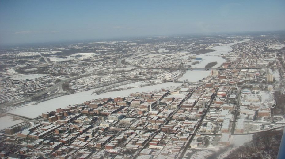 US_Coast_Guard_Hudson_River_ice_aerial_2015-02-06_Troy.jpg