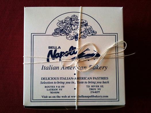 bella_napoli_pastry_box.jpg