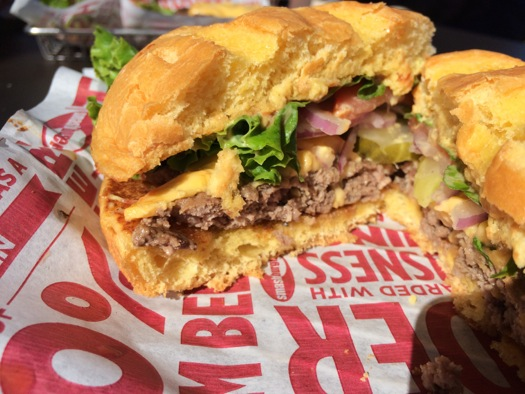 burger_chain_tasting_smashburger_burger_cross_section.jpg