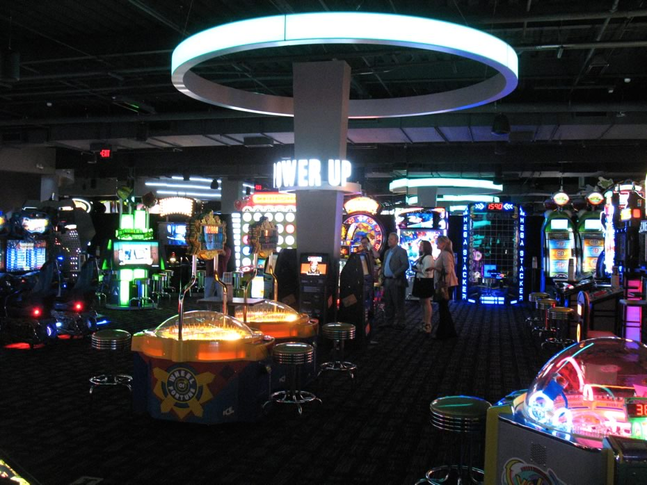 dave_and_busters_crossgates_arcade_wide.jpg