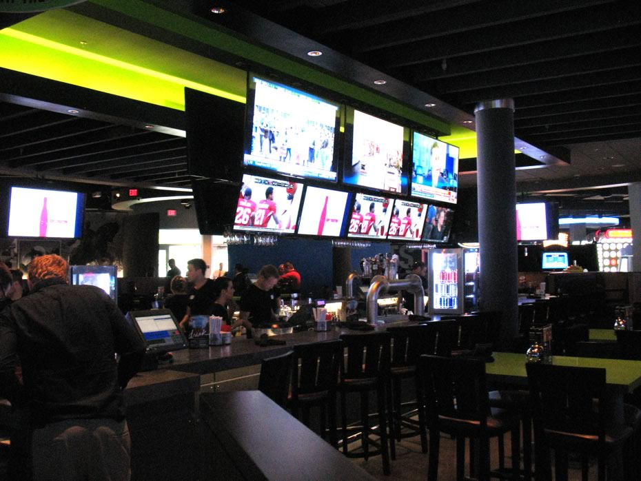 dave_and_busters_crossgates_bar_area.jpg