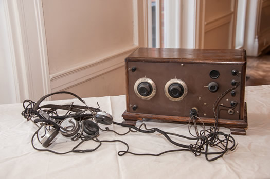 expo1920s_2way_radio.jpg