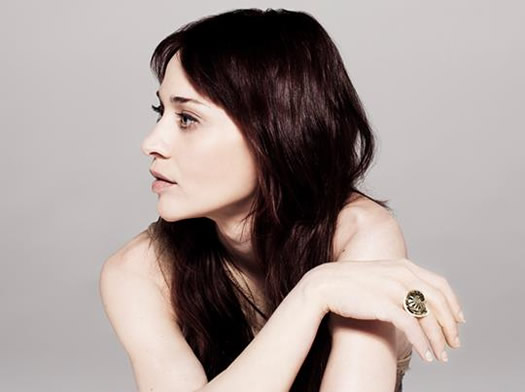 fiona apple looking to side