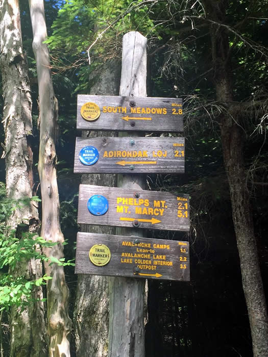 high peaks trail signs