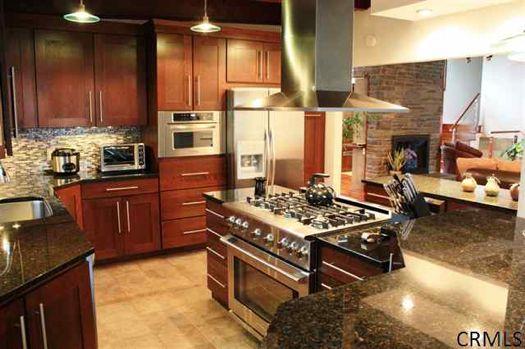 18 Davis Ave kitchen credit CRMLS.jpg
