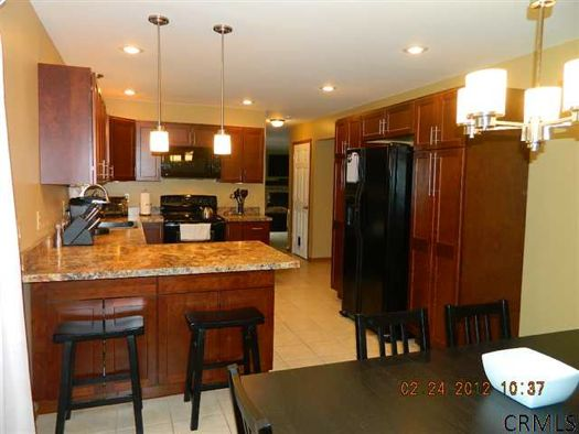 36 Cramer Path kitchen credit CRMLS.jpg