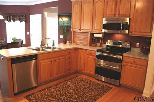 Joyous land kitchen credit CRMLS.jpg