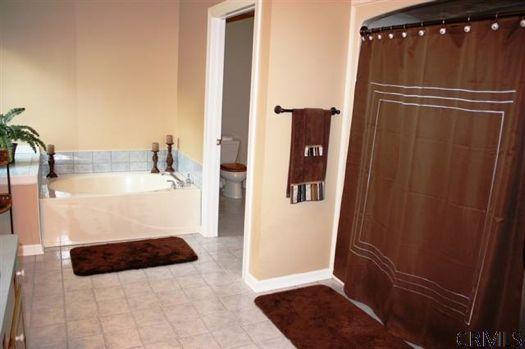 Joyous lane bathroom credit CRMLS.jpg