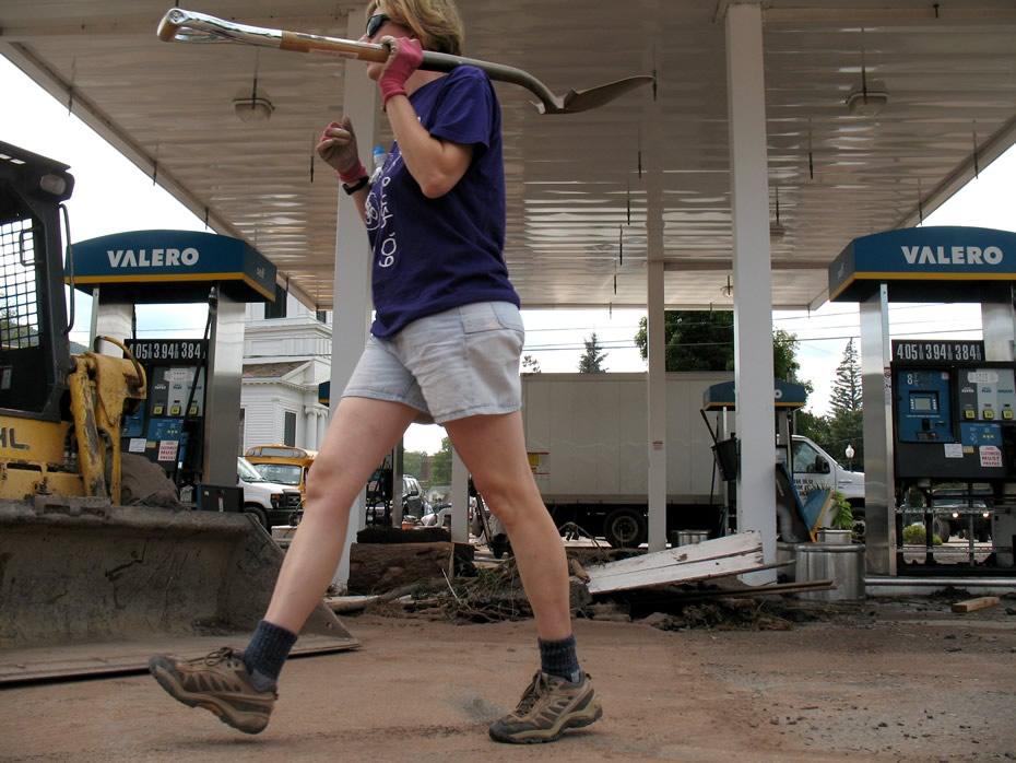 irene_windham_shovel_gas_station.jpg