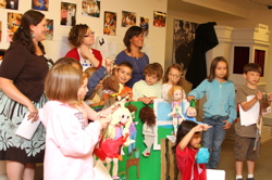 kids puppet show_1503 07-01-10 lo.jpg