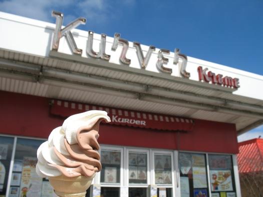 kurver_kreme_with_cone.jpg