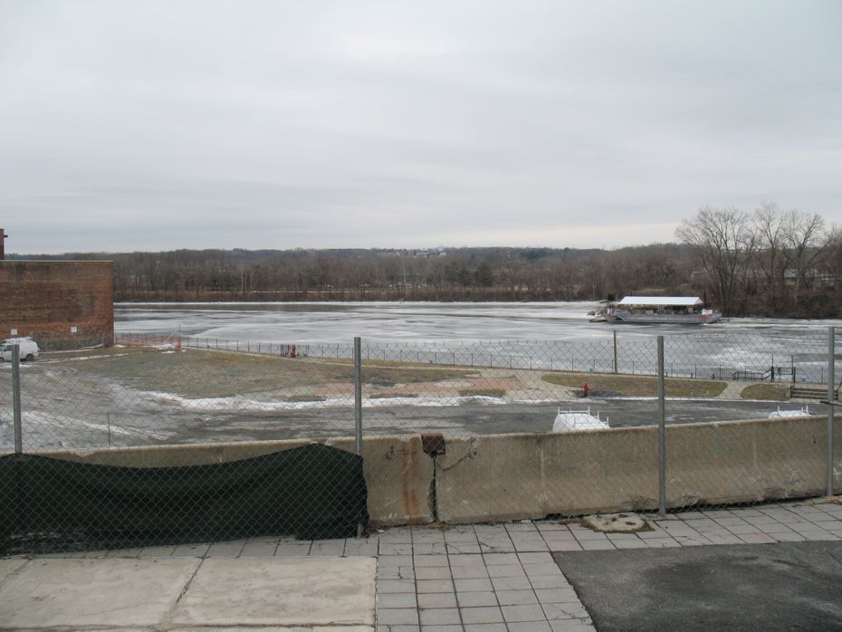 monument square site 2014-02-03 empty riverview