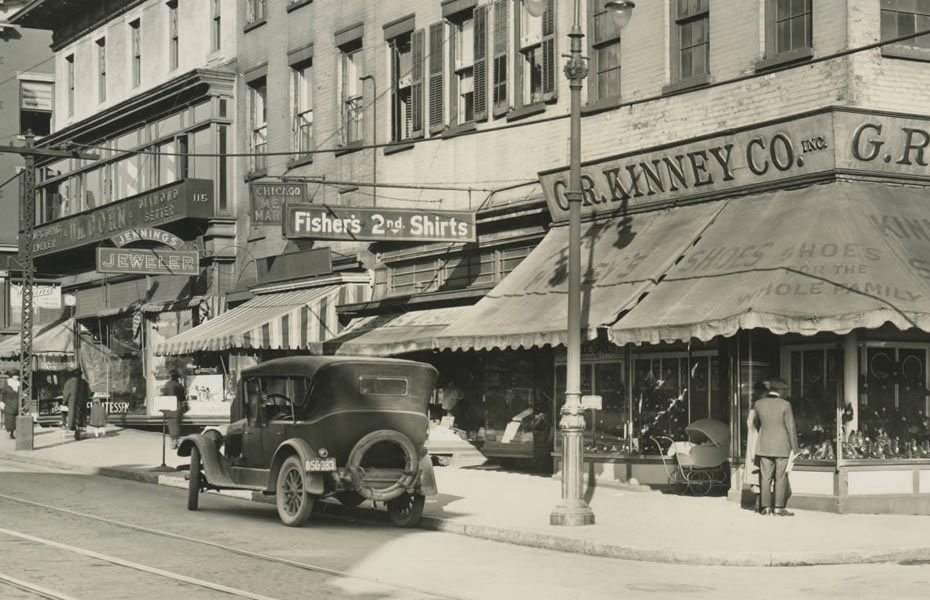 old_signage_APL_Albany_New_York_Businesses_1922_Kenney_GR__Co_North_Pearl_Street_corner_of_Van_Tromp_Now_occupied_by_B_Lodge_and_Co_1949.jpg